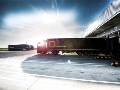Przewoźnik na kontrakcie. Jakie korzyści daje współpraca z dużym operatorem logistycznym?