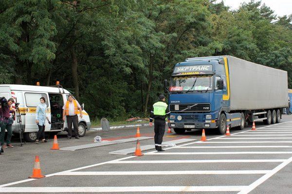 Ukraina montuje nowoczesne systemy ważenia ciężarówek i podnosi stawki mandatów. Zagraniczni trucker