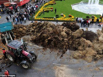 ULTIMA ORĂ: Fermierii francezi au blocat mai multe drumuri în apropiere de granița cu Germania