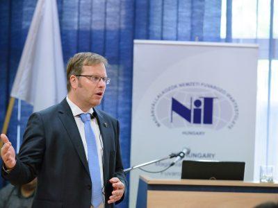 2 és fél milliárd forint a tét, ezernél is több teherautó miattt perelnek a magyar fuvarosok