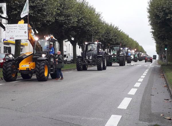 Niemieccy rolnicy jadą traktorami na protest do Hamburga. Na drogach wokół miasta może być gorąco