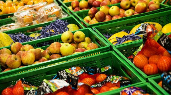 Fresh fruit and vegetables transported in 'smart' containers. What are the advantages of this soluti