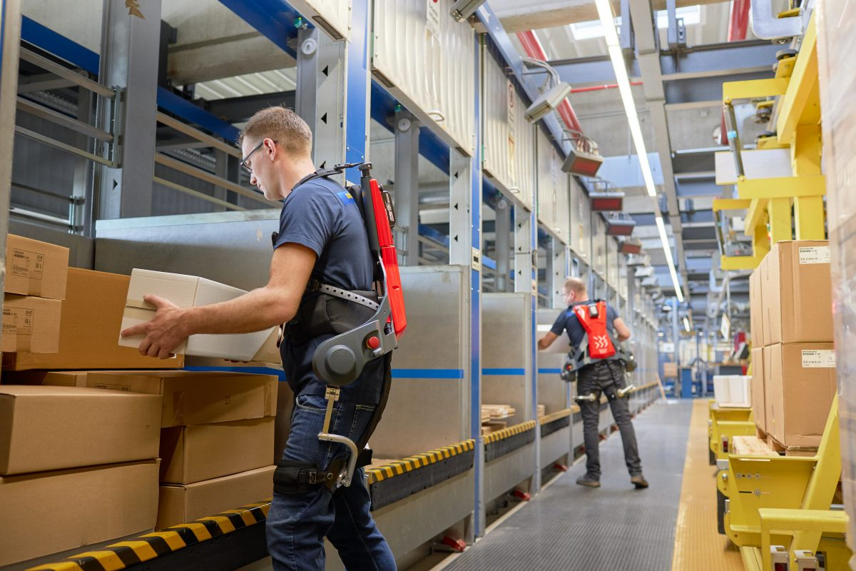 This is how exoskeletons were born and are used in logistics.