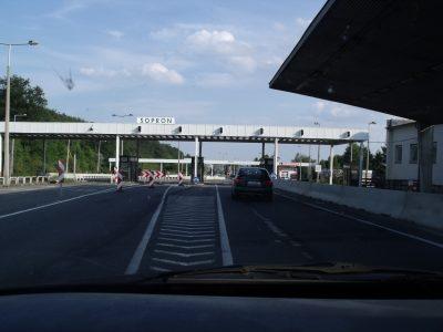 A soproni és kópházi határátkelőnél betiltották teherforgalmat
