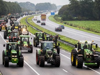 ULTIMA ORĂ: Proteste ale fermierilor olandezi | Infrastructura rutieră blocată temporar