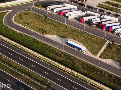У вас есть участок в Германии? Постройте на нем стоянку для грузовиков!