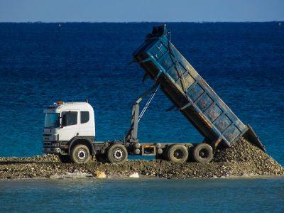 Transport and logistics of bulk goods, or a multidisciplinary problem.