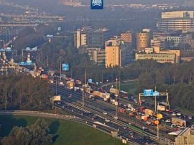 A hágai autópályát eltorlaszolták. Ezúttal az építőipari munkások sztrájkolnak.