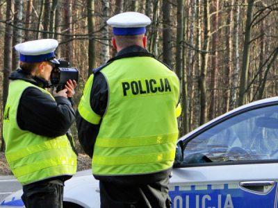 """Naujos vairuotojų patikrinimų taisyklės Lenkijoje. Policija efektyviau """"medžios"""" kelių piratus"""