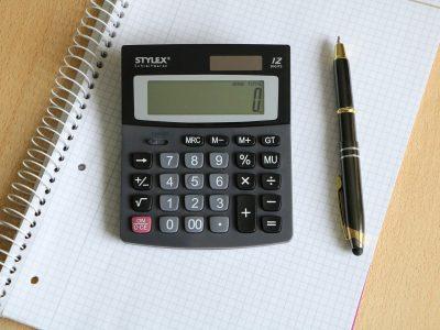 Obliczanie kosztów inwestycji w firmie transportowej. Zobacz, jak rozwiązać zadania na egzamine na Certyfikat Kompetencji Zawodowej
