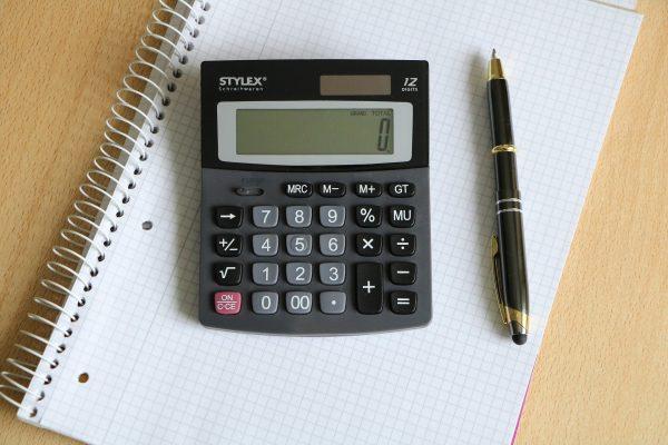 Obliczanie kosztów inwestycji w firmie transportowej. Zobacz, jak rozwiązać zadania na egzamine na C