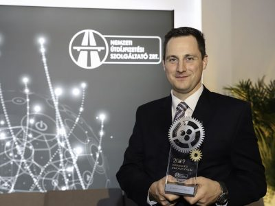 Vezeték nélküli forgalmi jelzőlámpa fejlesztője kapta az első Közlekedési Innovációs Díjat