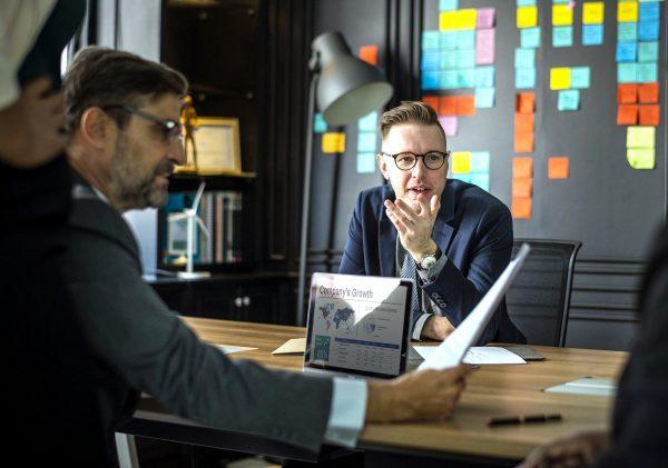 Planujesz otworzyć firmę w Niemczech? Poznaj zasady dotyczące zgromadzenia wspólników w GmbH