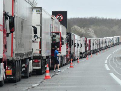 Transportatori francezi au anunțat proteste. Posibile perturbări de trafic.