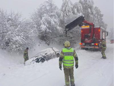 Chaos na austriackich drogach spowodowany atakiem zimy. Zamknięte odcinki autostrad w Słowenii