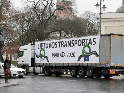 В Литве перевозчики протестовали против повышения зарплат водителям. Контрманифестацию организовали также профсоюзы