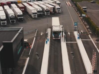 Dėl migrantų – draudimas naktį sunkvežimiams stovėti Belgijos automobilių stovėjimo aikštelėje