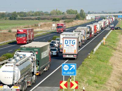 Проверки дорожных сборов в Венгрии. Водителей задерживают на долгие часы