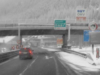 Зимний запрет на транзит в Тироле. Направлен на предотвращение обхода автомагистралей