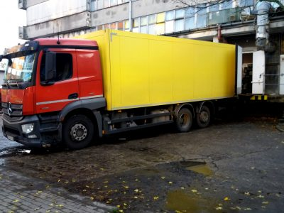 Limit odpowiedzialności przewoźnika za opóźnienie w dostawie towaru. Zobacz, ile wynosi w różnych krajach
