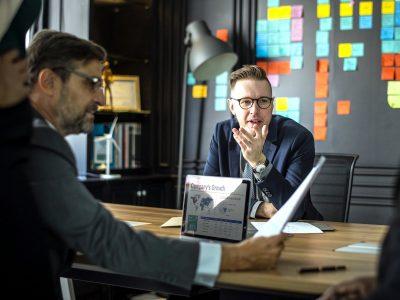 Ketinate atidaryti įmonę Vokietijoje? Pažinkite GmbH akcininkų susirinkimo taisykles