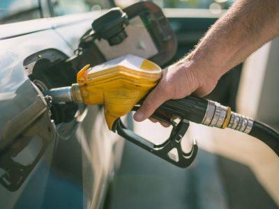 Noul Guvern promite scăderi ale prețului la combustibil prin eliminarea supraaccizei