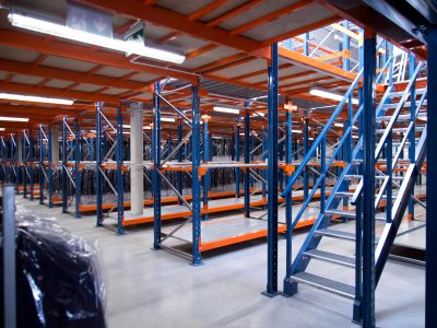 When a warehouse becomes too small. See how to gain extra metres without costly extensions.