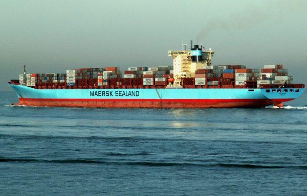 Maersk pierwszym armatorem żeglugowym, który przygotowuje się do globalnych dostaw szczepionek na CO