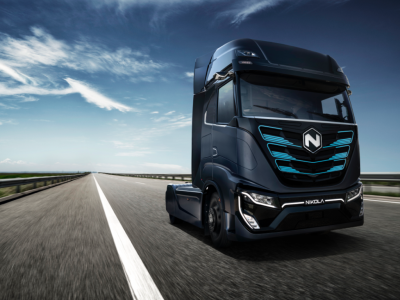 At more than 1000 hp, Nikola presented the prototype of Tre to the European market.