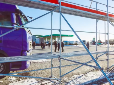 Лед на крыше грузовика. Немецкий автомобильный клуб ADAC предупреждает о последствиях