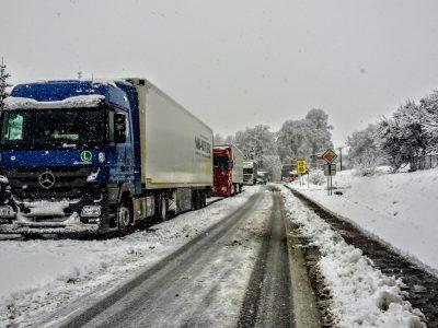 Csehország: kamionos előzni tilos 30 km helyett már 145 km-en!