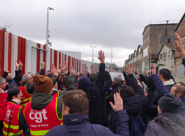 French truckers threaten to strike over closure of roadside restaurants