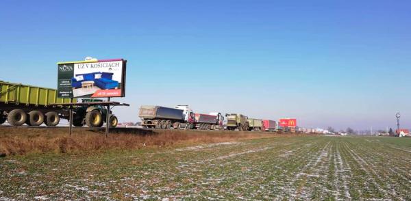 Zablokowane przejścia graniczne ze Słowacją. Tamtejsi przewoźnicy nadal protestują