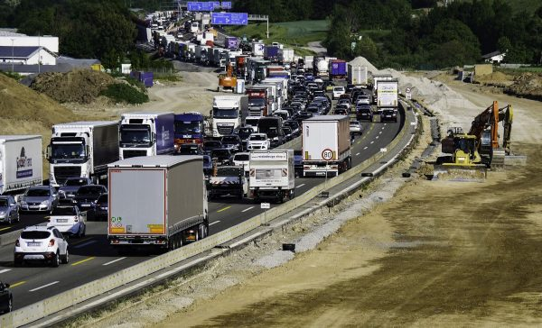 How to make a traffic jam in 10 seconds. One decision and tens of vehicles are stuck.