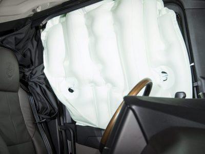 Scania törésteszt. Vajon miért borították fel a svédek a kamiont?