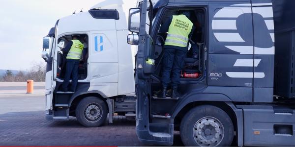 Ponad 3 tys. wykrytych manipulacji na tachografach w 2019 r. Komu i dlaczego opłaca się łamanie praw