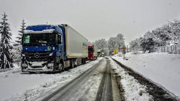 Zakaz wyprzedzania dla ciężarówek w Czechach. Długość dróg, na których obowiązuje pięciokrotnie więk