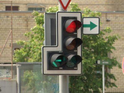 Vyriausybė apsispręs, ar leisti laikinai grąžinti į sankryžas žaliąsias rodykles