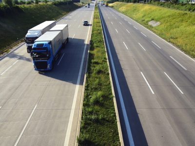 Nauji sunkvežimių eismo apribojimai Ispanijoje. Jie apims 250 kilometrų maršrutą į Prancūziją