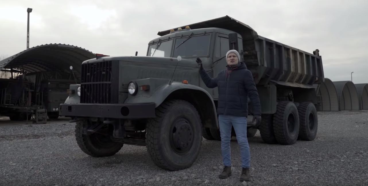 Ciężarówka z drewnianą kabiną idealna na siarczyste, syberyjskie mrozy.  Zobacz cud radzieckiej techniki