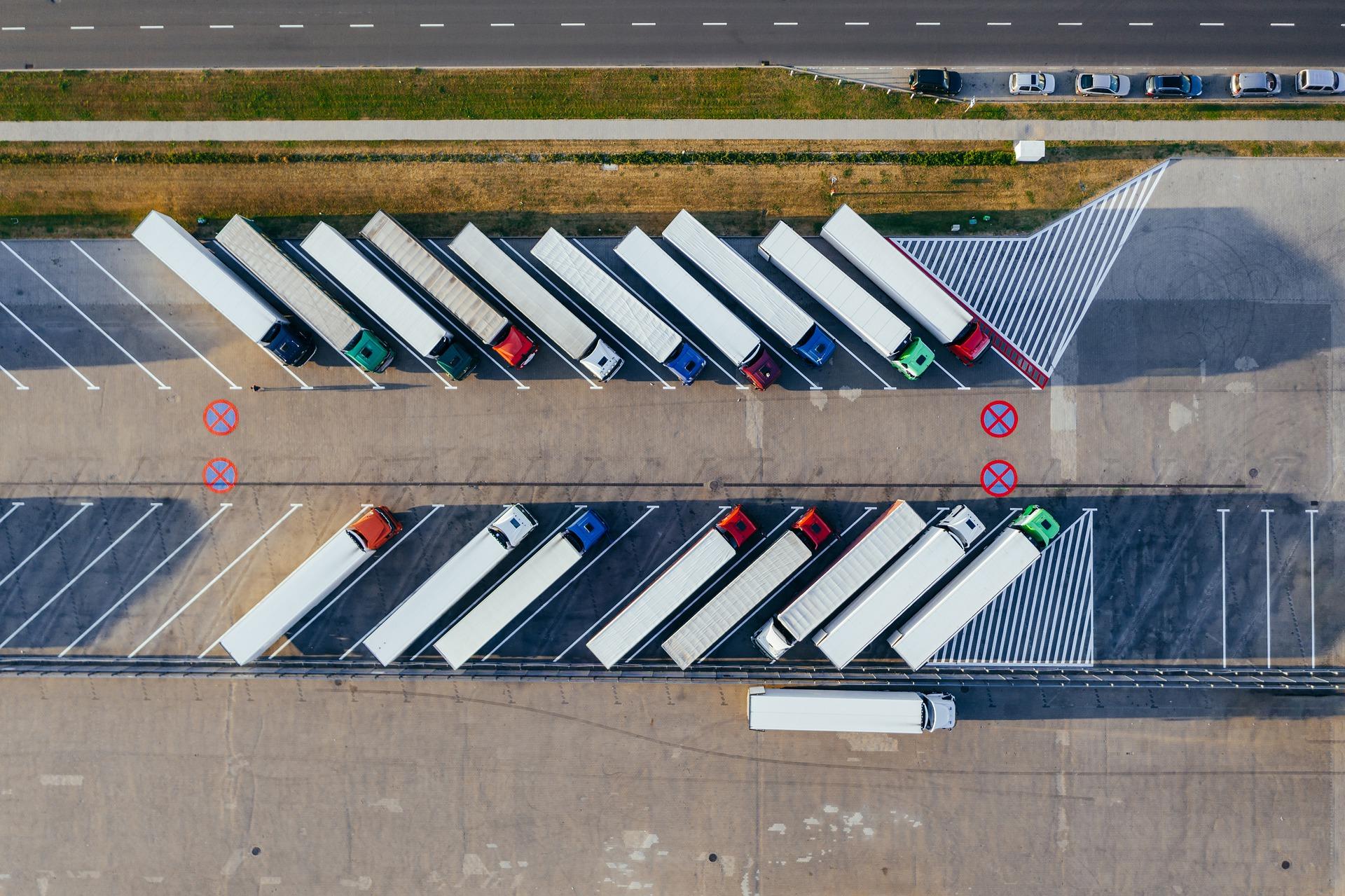 Belgowie uruchomili system przydatny dla truckerów. Wskaże wolne miejsca na parkingach dla ciężarówek
