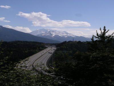 Tirolban már a töltőállomásokra sem mehetnek ki a kamionok két autópályán