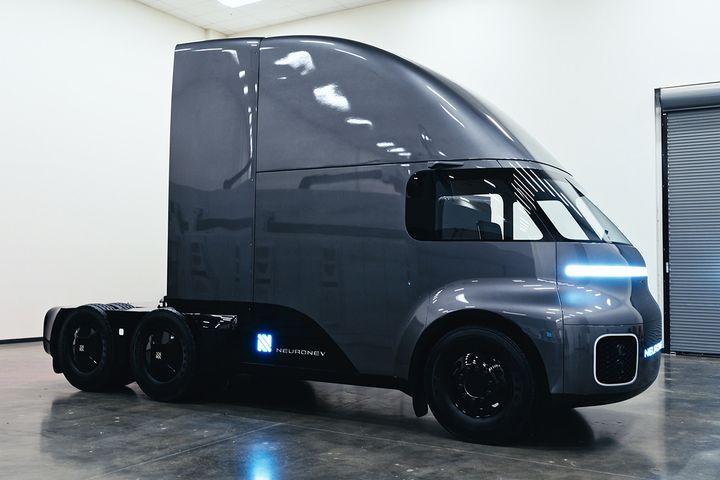 Un nou camion electric concurează cu Tesla Semi