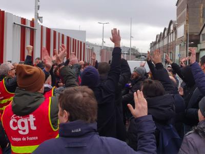 Prancūzijos profsąjungos ruošiasi masiniams streikams. Organizacijos nori ginti sunkvežimių vairuotojus