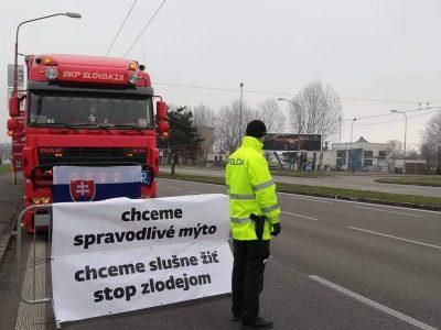 Заблокированы пункты пропуска через границу со Словакией. Словацкие перевозчики продолжают протестовать