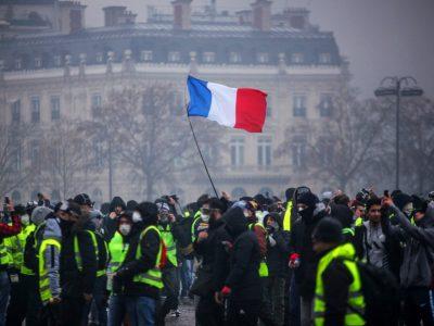 Protestele din Franța continuă și în aceasta săptămână; rafinării și stații de alimentare blocate