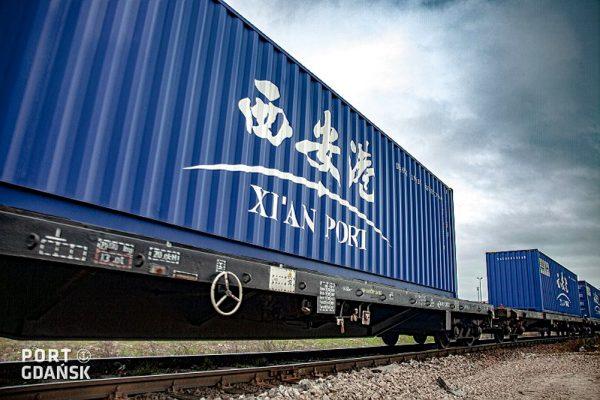 To oni najbardziej korzystają na problemach transportu morskiego z Chin. Wolumen przewiezionych towa