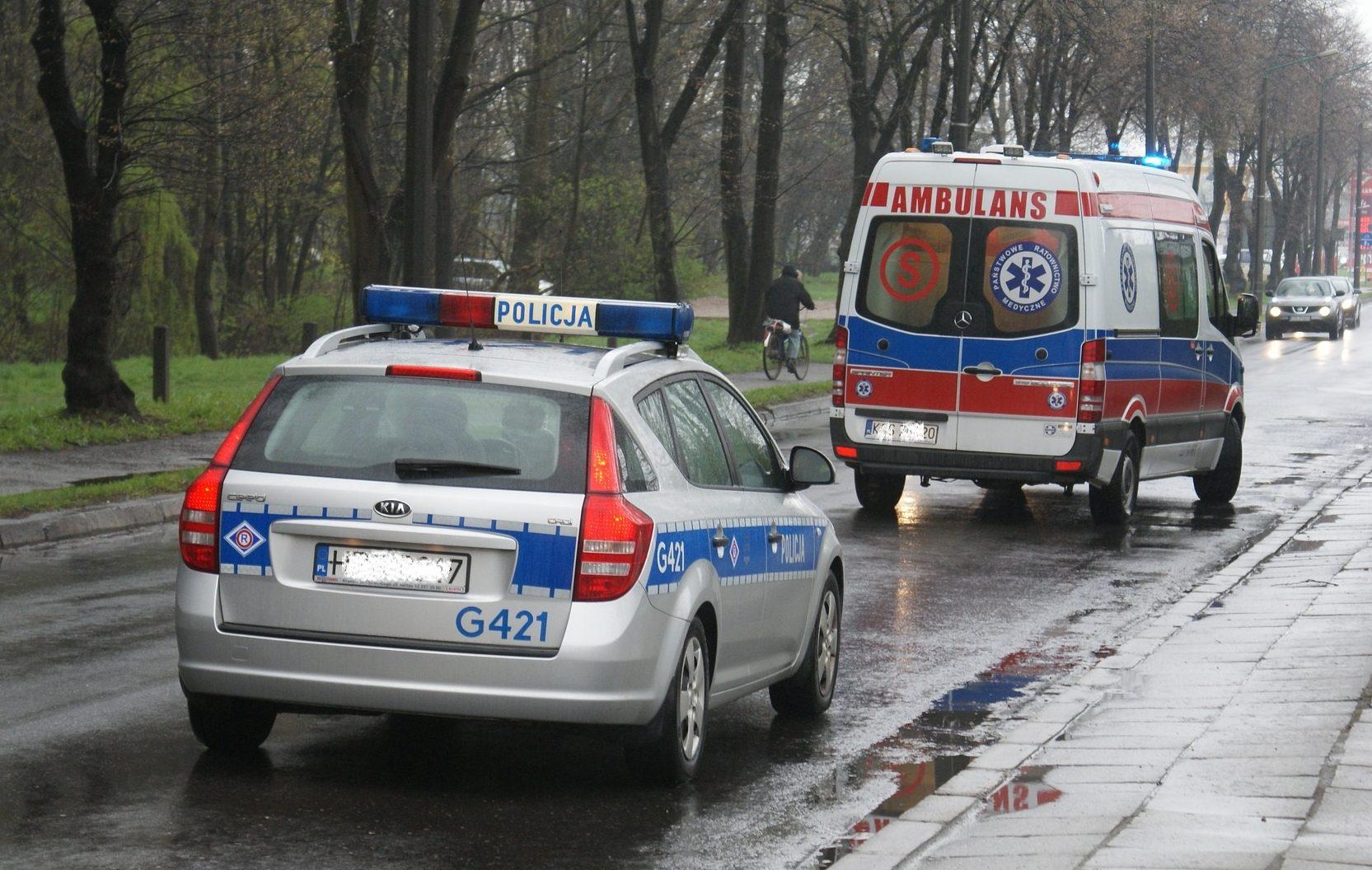 Kierowca zmarł na atak serca, świadkowie bali się koronawirusa. Eksperci radzą, jak ratować bezpiecznie