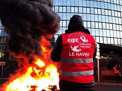 Prancūzijos transportas brangiai moka už protestus ir blokadas. Vežėjai per mėnesį prarado 15 proc. apyvartos