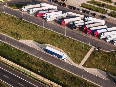 Kaip efektyviai valdyti transporto priemonių parką nedidelėje gamybinėje įmonėje